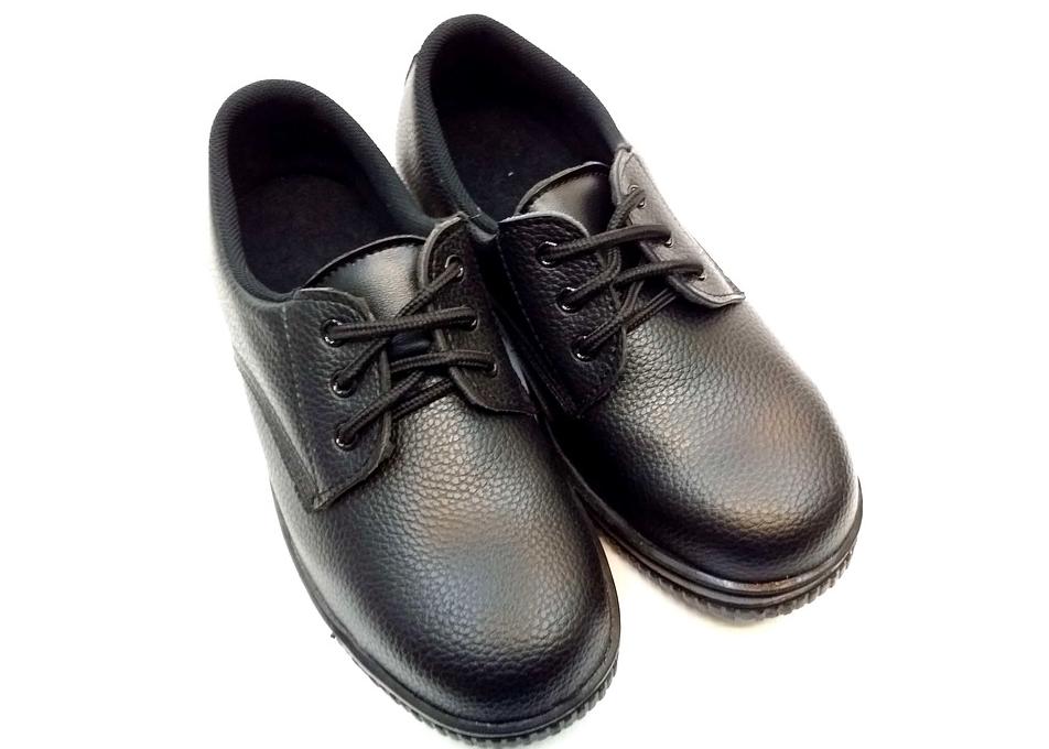 安全靴とプロスニーカー の違い