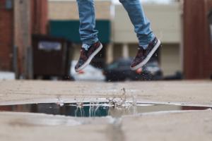 スリッポン安全靴のメリットは?紐がないから脱着が簡単なところ!おすすめ5選を紹介します。