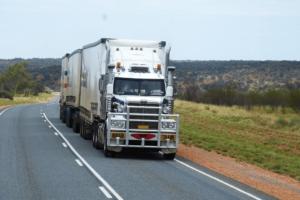 トラック運転手はどんな仕事?トラックドライバーに向いている人の特徴は?