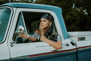 トラガールとは?女性がトラックドライバーになる方法は?