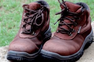 安全靴で足が痛い原因は?対策と足の痛みを軽減する方法
